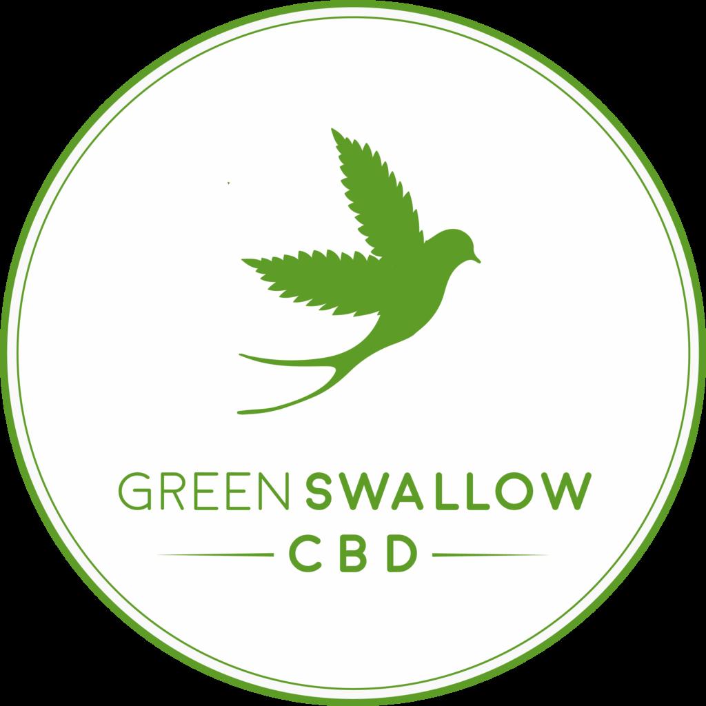 Logotipo da empresa Green Swallow CBD com uma andorinha verde com asas de folha de cannabis