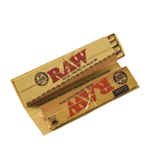 RAW CONNOISSEUR KINGSIZE ROLLING PAPERS WHIT PREROLLED TIPS